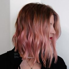 50 Popular Pink and Pink Gold Hair Shades for 2018 - Medium Hair Styles Balayage Hair, Ombre Hair, Ombre Rose Gold Hair, Hair Dye Colors, Hair Color, Cabelo Rose Gold, Medium Hair Styles, Curly Hair Styles, Stylish Hair