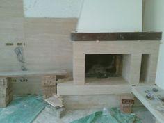 Keramičar Beograd - Izgradnja kamina u stanu ili kući daje dodatnu toplotu prostoru. Kamin možemo da popločamo u raznim varijantama i izradimo u različitim dimenzijama