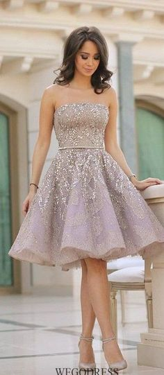Prom Dress For Teens, Fashion A-Line/Princess Sleeveless Sequin Strapless Knee-Length Satin Dresses cheap prom dresses, beautiful dresses for prom. Best prom gowns online to make you the spotlight for special occasions. Homecoming Dresses Knee Length, Strapless Homecoming Dresses, Prom Dresses For Teens, Knee Length Dresses, Junior Prom Dresses Short, Strapless Dress, High School Homecoming Dresses, 8th Grade Dance Dresses, Winter Prom Dresses
