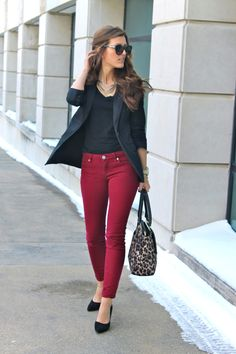 Love red jeans and like how it's dressed up with perfect shaped blazer for edgier business casual look. Fashion Days, Work Fashion, Autumn Fashion, Fashion Outfits, Womens Fashion, Ladies Fashion, Snow Fashion, Fashion Scarves, Fashion 2017