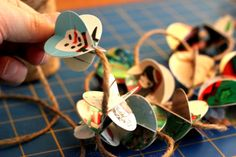 What a great way to recycle Christmas cards, make them into a garland!