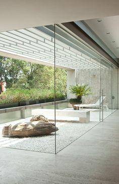 backyard designs – Gardening Ideas, Tips & Techniques Modern Interior Decor, Atrium House, House Exterior, Minimalism Interior, House With Balcony, Pretty House, Interior Garden, House Interior, Interior Architecture