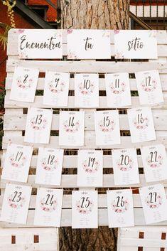 Seating plan boda originals ideas for 2019 Wedding Book, Wedding Signs, Wedding Table, Rustic Wedding, Wedding Ceremony, Wedding Ideas, Reception Seating, Seating Plan Wedding, Seating Plans
