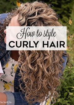 layered curly hair This step-by-step tutorial shows how to style curly hair! The tutorial also includes must have products & tools and some curly hair troubleshooting advice. Curly Hair Styles, Thin Curly Hair, Curly Hair With Bangs, Haircuts For Curly Hair, Curly Hair Tips, Curly Hair Care, Medium Hair Styles, Natural Hair Styles, Short Hairstyles