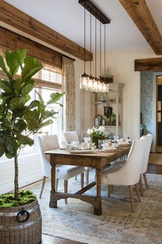 Perfect Modern Farmhouse Dining Room Design Ideas - Home Decor Ideas Farmhouse Dining Room Table, Rustic Farmhouse, French Farmhouse, Farmhouse Ideas, Rustic Homes, Kitchen Rustic, Kitchen Small, Dining Room Tables, Rustic Table