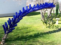 Blue arch update Now I'm up to eighty bottles, with 300 LED lights inside. It shares the side yard with a few other bottle trees. Wine Bottle Trees, Wine Bottle Art, Bottle Wall, Blue Bottle, Wine Bottle Crafts, Wine Bottles, Bottle Garden, Glass Garden, Garden Totems