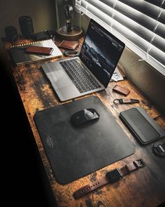 Splendid Desk Setup and Fine Accessories Computer Desk Setup, Gaming Room Setup, Pc Setup, Home Office Setup, Home Office Design, Office Ideas, Garage Office, Loft Office, Office Table