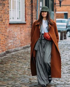 The Best Street-Style Photos From the Fall 2020 Shows at Copenhagen Fashion Week: It may be gray and rainy in Copenhagen at the moment, but that hasn't put a damper on the intrepid street-style crowd in town for Fashion Week. Street Style Vintage, Stylish Street Style, Street Style Outfits, Autumn Street Style, Cool Street Fashion, Star Fashion, Fashion Photo, Fashion Outfits, Fashion Weeks
