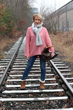 Winter-Outfit: Oversize -Pullover und Ugg Boots   glam up your lifestyle   Bloglovin'