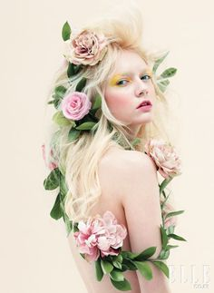 Portrait Photography Inspiration Picture Description Flower wreath, at the posing I thought it was dumb for the makeup and macbre meaning. Jace Lightwood, 3 4 Face, Portrait Photography, Fashion Photography, High Fashion Makeup, Belle Photo, Her Hair, Editorial Fashion, Divas