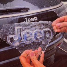 Even Ol' Jack Frost knows the iconic emblem of a JEEP! – Even Ol' Jack Frost knows the iconic emblem of a JEEP! Auto Jeep, Jeep Jeep, Jeep Pickup, Cars Auto, My Dream Car, Dream Cars, Jeep Carros, Bmw Autos, Photo Tips