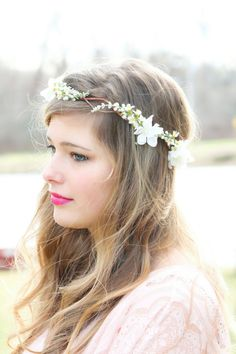 reaaally want a flower crown instead of those things that cover up my face for my wedding.