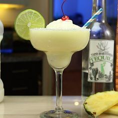 Frozen Coconut Pineapple Margarita Try These Tasty New Margarita Recipes From Tipsy Bartender Coconut Margarita, Pineapple Margarita, Margarita Recipes, Pineapple Juice, Lime Juice, Margarita Bar, Sangria Recipes, Cocktail Recipes, Frozen Margaritas