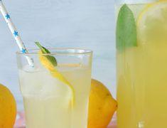 Smoothie φράουλας: τώρα είναι η στιγμή του! - paxxi Green Tea Smoothie, Tea Smoothies, Healthy Smoothies, Healthy Drinks, Healthy Nutrition, Cucumber Lemonade, Healthy Lemonade, Peach Green Tea, Peach Ice Tea