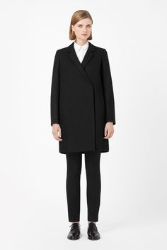 A slightly oversized fit with neat fitted shoulders, this coat is made from a warm blend of wool and cashmere with a smooth silky lining. Crossing over at the front and fastening with two concealed press studs, it has inside and outside pockets, long sleeves and narrow notched lapels.