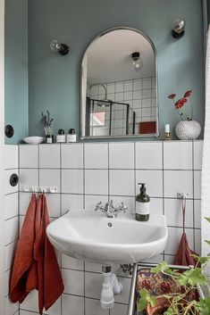 Bathroom Inspo, Bathroom Inspiration, Bathroom Interior Design, Home Interior, Home Decor Styles, Cheap Home Decor, Small Toilet Room, Mid Century Bathroom, Welcome To My House
