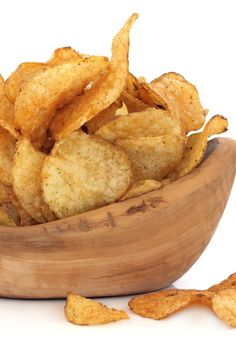Uncle Bill's Microwave Potato Chips crispy, crunchy & healthier than fried chips! Microwave Potato Chips, Easy Microwave Recipes, Recipes Appetizers And Snacks, Snack Recipes, Cooking Recipes, Party Appetizers, Potato Recipes, Desserts, Fried Chips