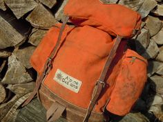 Vtg USA Made Alpine Designs Orange Cordura Backpack-I had a pack just like this. Loved it. I also took it out on many cross country ski trips. It was a rugged pack for all my needs. Adventure Outfit, Adventure Clothing, Camping Aesthetic, Vintage Backpacks, Cross Country Skiing, Character Outfits, Backpack Bags, Backpacking, 1970s