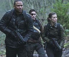 New photos from episode 3.17 of Arrow, featuring the return of the Suicide Squad, have debuted online!