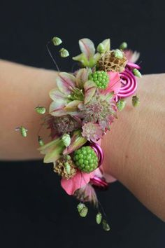 Stunning wedding corsage 47