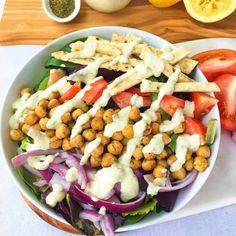 Vegan Gyro Salad Recipe: This veggie-packed gyro-inspired salad is topped with greek-spiced chickpeas, crispy baked flatbread strips for crunch, and a creamy vegan tzatziki sauce. Healthy Vegan Salad Recipes don't have to be boring! Chickpea Recipes, Healthy Salad Recipes, Vegetarian Recipes, Vegan Meals, Vegetarian Wraps, Healthy Dinners, 21 Day Fix, Vegan Tzatziki Sauce Recipe, Sin Gluten