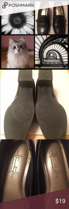 Soft Styles a Hush Puppies Company Shoes These Stylish Shoes Are Super Comfy and Perfect For Work Or Going Out. Gently Worn A Couple of Times And Are In Great Condition - Except For A Minor Small Scuff  (See Pic #4 - Top Left). Soft Styles a Hush Puppies Co. Shoes Flats & Loafers