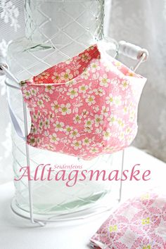 in 20 Minuten fertig: Alltagsmaske * TUTORIAL * ready in 20 minutes: replacement mask Diy Mask, Diy Face Mask, Mascara Tutorial, Avocado Face Mask, Nose Mask, Pattern Pictures, Couture Sewing, Pocket Pattern, The Beautiful Country