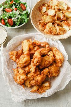Rántott hús írós bundában | Lila füge Shrimp, Cake Recipes, Meat, Ethnic Recipes, Lilac, Red Peppers, Easy Cake Recipes, Cake Tutorial