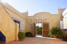 Spanisch goldenen Wand Haus im mediterranen Stil