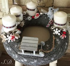 Stunning Christmas Sweater Wreath Advent Candles Decoration Ideas - Page 41 of 55 - Chic Hostess Christmas Advent Wreath, Xmas Wreaths, Nordic Christmas, Noel Christmas, Christmas Candles, Christmas Centerpieces, Xmas Decorations, Christmas Crafts, Advent Wreaths