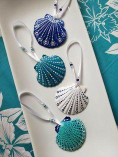 Sea Crafts, Sea Glass Crafts, Rock Crafts, Arts And Crafts, Seashell Painting, Seashell Art, Seashell Crafts, Shell Ornaments, Hand Painted Ornaments