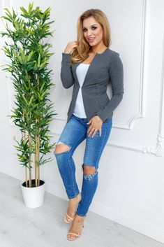 Capri Pants, Skinny Jeans, Fashion, Moda, Capri Trousers, Fashion Styles, Fashion Illustrations