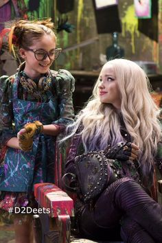 #Descendants2 costume designer Kara Saun used thousands of trinkets in her designs tying into the characters' story & personality. #D2Deets