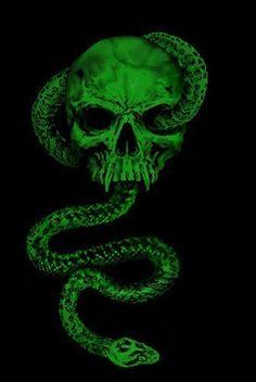 Green Aesthetic Tumblr, Dark Green Aesthetic, Neon Aesthetic, Rainbow Aesthetic, Arte Do Harry Potter, Slytherin Harry Potter, Draco Malfoy Aesthetic, Slytherin Aesthetic, Green Pictures