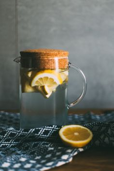 Get Rid Of Toxin Detox water recipes can help you lose weight and get rid of toxins in the body. Check out these detox tips along with these delicious detox water recipes for weight loss. Healthy Detox, Healthy Drinks, Easy Detox, Healthy Water, Diet Detox, Detox Week, Detox Foods, Healthy Life, Kombucha