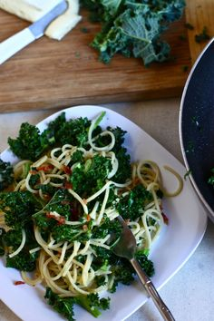 kale, bacon & brie with spaghetti. perhaps the least healthy kale recipe in existence but, oh dear, does it look good.