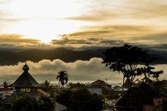 Indonesia tiene todo lo que puedas soñar.Se trata de una salida del sol en el valle de Kerinci, en Sumatra.
