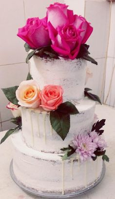 Natural flowers roses naked cake 2018 wedding trends