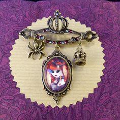 Broche Ventruesa vampire // Crisaux Swarovski // Vampire victorien #CloveredC #brooch #vampire #comics #blood #swaroski #pinup #steampunk #dracula #spider #crown #cameo #handmade #handcrafted