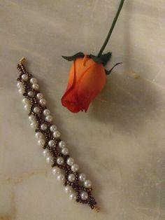 Beaded Jewelry, Beaded Bracelets, Jewellery, Facebook Sign Up, Brooch, Jewels, Pearl Jewelry, Pearl Bracelets, Schmuck