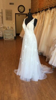 French Tulle Wedding Dress with Soft Shimmer Wedding Dress Styles, Dream Wedding Dresses, Fabulous Dresses, Pretty Dresses, Wedding Color Schemes, Wedding Colors, Farmington Missouri, Wedding Dress Shopping, Tulle Wedding