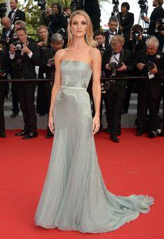 Rosie Huntington-Whiteley en robe Gucci Premiere http://www.vogue.fr/sorties/on-y-etait/diaporama/les-plus-belles-robes-du-festival-de-cannes-2014/18787/image/1002887
