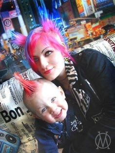 Dead Kennedys, Punks Not Dead, Rocker Chick, Punk Girls, Mother Goddess, Punk Outfits, Skinhead, Punk Goth, Family Love