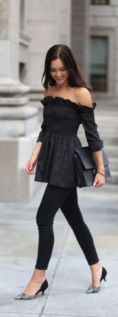 All-black sophistication in Montreal, Canada. Perfect all-black outfit to feel confident and sexy! Stylekeepers dupe top and Chloe dupe bag. #allblackoutfit #confidentoutfit