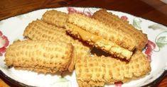 KONDENSMELKKOEKIES 4 Eiers 3 k Suiker 1 blik Kondensmelk 1 eetlp Stroop 750g Margarien 12 k Koekmeel 5 tlps Koeksoda 5 t... Other Recipes, Sweet Recipes, Yummy Recipes, Baking Recipes, Cookie Recipes, Scone Recipes, No Bake Desserts, Dessert Recipes, Kos