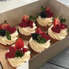 Uploaded by Evelyn. Find images and videos about food, yummy and cake on We Heart It - the app to get lost in what you love. Cute Desserts, Delicious Desserts, Dessert Recipes, Good Food, Yummy Food, Think Food, Cafe Food, Aesthetic Food, Aesthetic Pastel