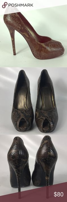 🎅🏽SALE Stuart Weitzman heels size 10M Condition 9/10, normal amount of scuffs around both shoes from normal wear, very good shape, heel height 5.4' , open toe , very sexy , snake skin , please ask questions. Thank you 🙏🏼 Stuart Weitzman Shoes Heels