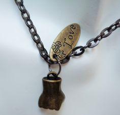 #steampunkpendant #cablechainnecklace #pendant #necklace #antiquebronze #lovependant #closedfistpendant #solidaritypendant #fashionjewelry