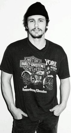 James Franco is seriously so gorgeous.