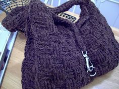 Practical and aesthetically appeasing? I like it. Free crochet pattern for this basket weave purse